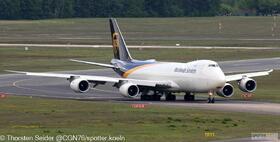 UPS 747-800 N607UP