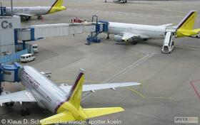 Germawings D-AKNJ A319-112 + D-AIPH  320-200